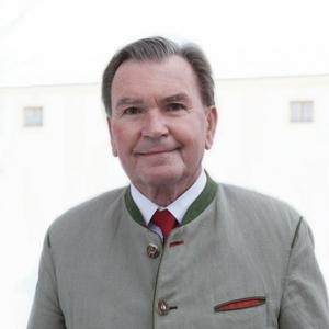 Dr. Ulrich Salzer